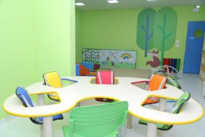O Lactário é um ambiente preparado para que os bebês possam fazer as refeições, com cadeirões de alimentação adequados à idade e que fornecem total segurança.