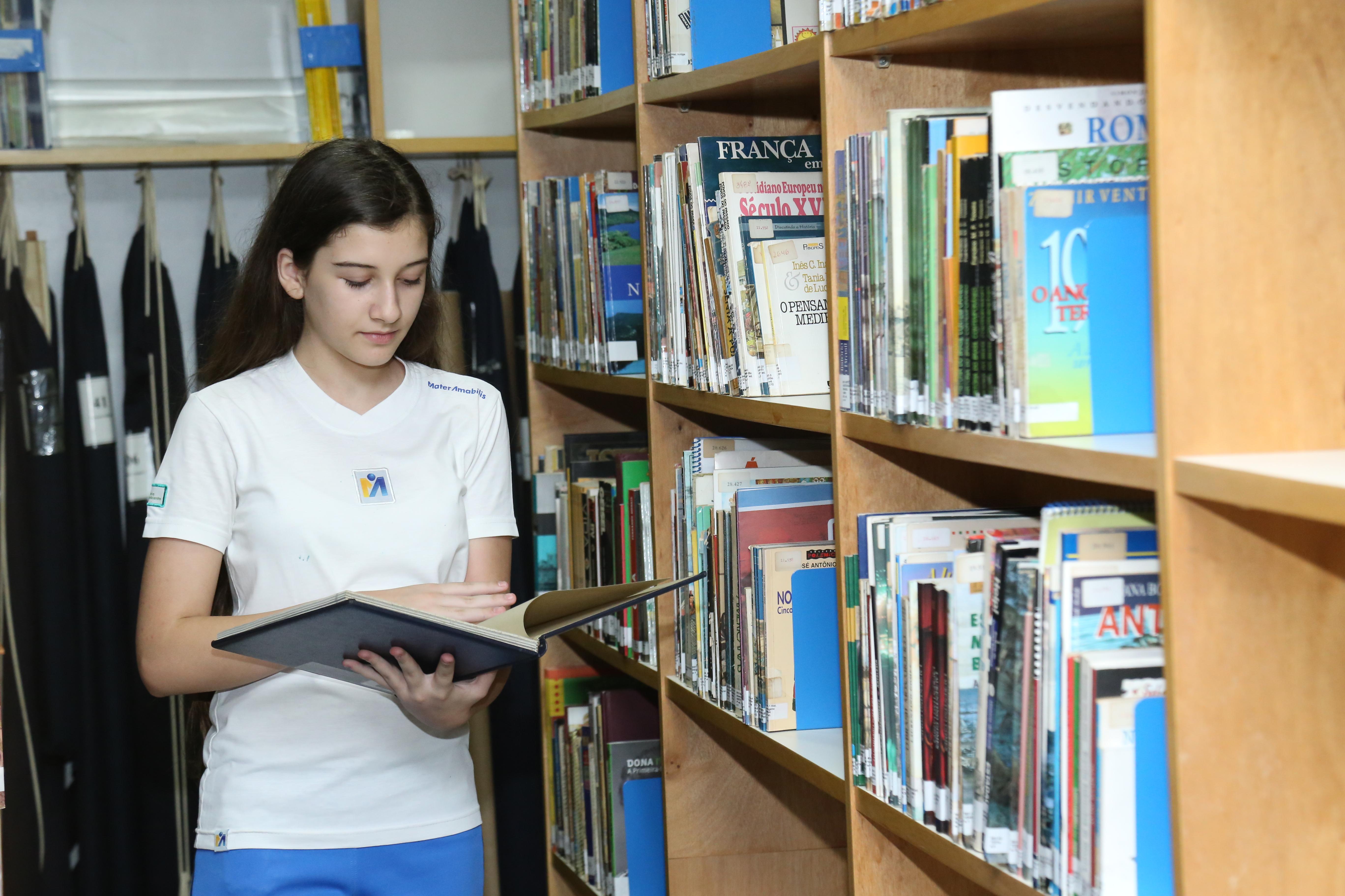 Mater_trabalha leitura com alunos